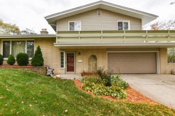 5364 Orchard Ln, Greendale, WI 53129