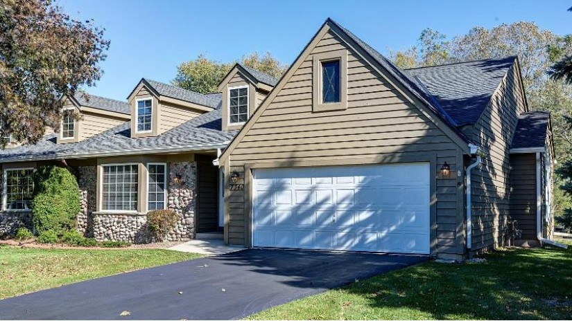 7340 S 77th St Franklin, WI 53132-9579 by First Weber Inc- Greenfield $249,900