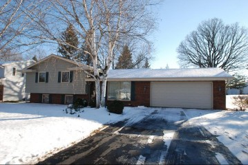 6062 Holly Ln, Trenton, WI 53095-5121