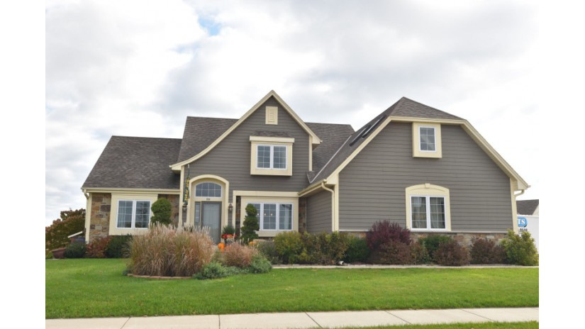 934 Greystone Dr Port Washington, WI 53074-2277 by Shorewest Realtors $374,900