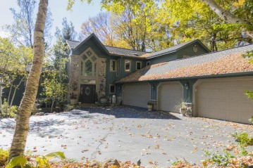 5435 Bauers Dr, West Bend, WI 53095-8702