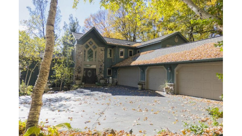 5435 Bauers Dr West Bend, WI 53095-8702 by Berkshire Hathaway HomeServices Metro Realty $899,900