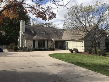 4323 S 118th St, Greenfield, WI 53228-2461