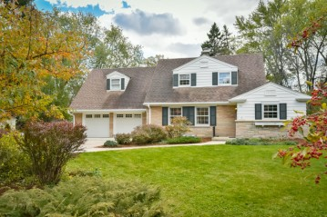 707 W Apple Tree Rd, Glendale, WI 53217-4031