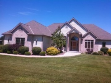 4626 Church Dr, West Bend, WI 53095-9114