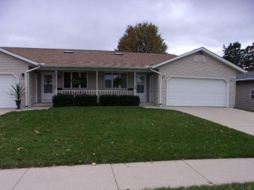 209 W Willow Ave B, Cedar Grove, WI 53013