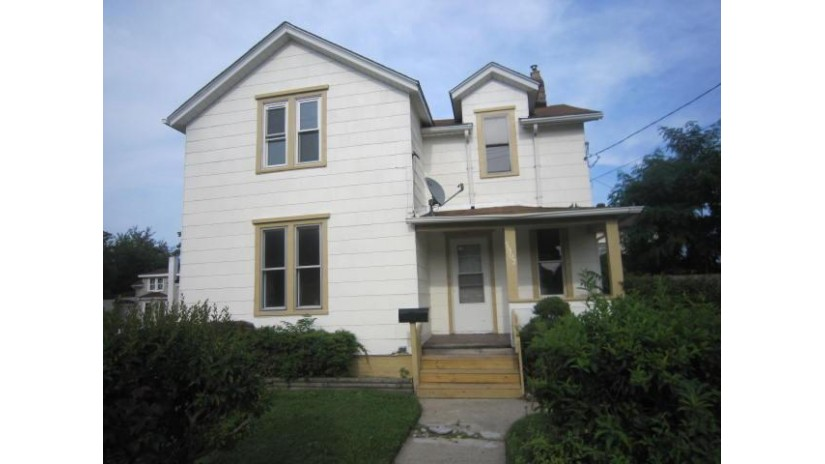 5903 18th Ave Kenosha, WI 53140-3933 by Keefe Real Estate, Inc. $102,500