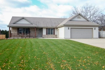 4883 S 72nd St, Greenfield, WI 53220-4485