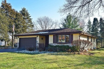 219 Park Ave, Eagle, WI 53119-2226