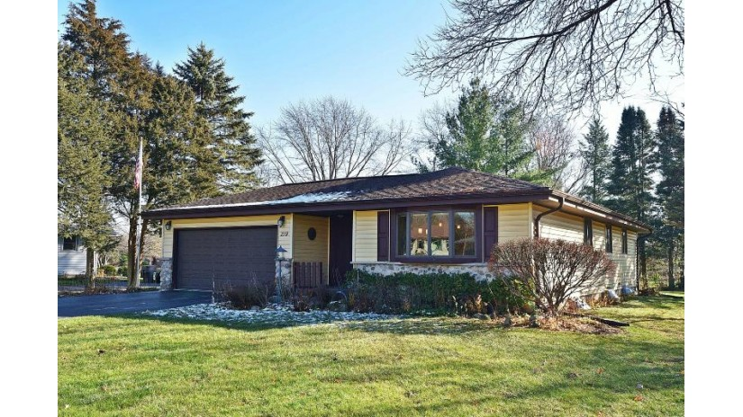 219 Park Ave Eagle, WI 53119-2226 by RE/MAX Realty 100 $229,900