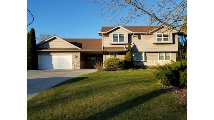 3702 E Oakwood Rd Oak Creek, WI 53154-6039 by Re/Max Realty 100 $299,900