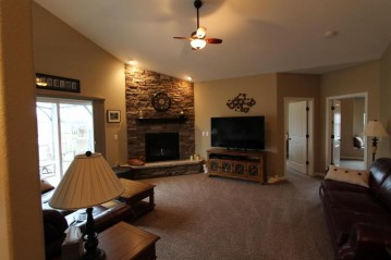 282 Settlement Dr, Rochester, WI 53105