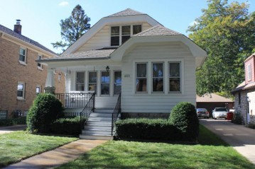2955 S 45th St, Milwaukee, WI 53219-3413
