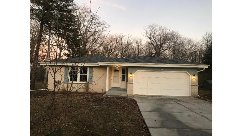 7170 S 35th St Franklin, WI 53132-8368 by List 4 Less Mls Of Wi $249,900