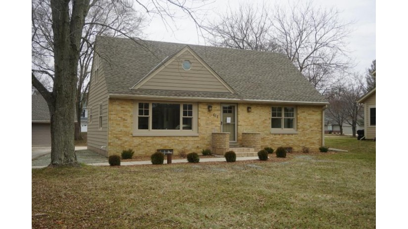 617 Green Bay Rd Thiensville, WI 53092-1300 by North Shore Homes, Inc. $328,900