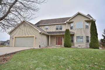 W158S7474 Quietwood Dr, Muskego, WI 53150-8389