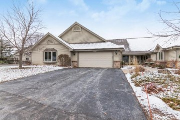 N14W30186 High Ridge Rd, Delafield, WI 53072-6109