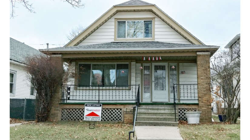 963 W Oklahoma Ave Milwaukee, WI 53215 by Shorewest Realtors $139,000