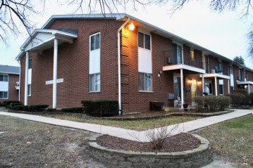 6135 W Howard Ave 1, Greenfield, WI 53220-1931