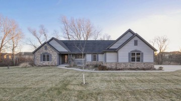 S80W23765 Parkview Dr, Big Bend, WI 53103-9491