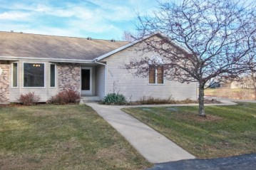 2222 Willowbrook Dr, West Bend, WI 53090-1782