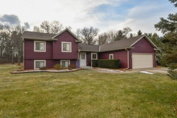 W360S2882 Scuppernong Dr, Ottawa, WI 53118-9600