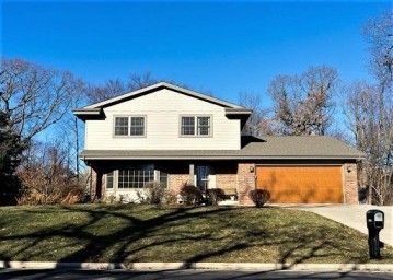 260 11th Ave, Union Grove, WI 53182-1261