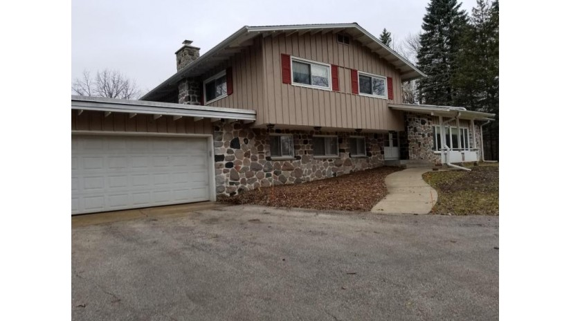 2365 Hillsdale Dr E Brookfield, WI 53005-4406 by Shorewest Realtors $2,500