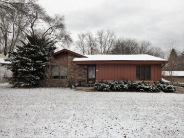 4418 S 84th St, Greenfield, WI 53228-2804