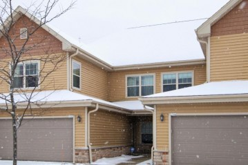 1762 New Port Vista Dr, Port Washington, WI 53074