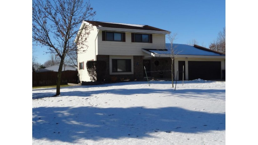 6825 Eastwood Trl Trenton, WI 53090-8987 by Re/Max Realty 100 $250,000