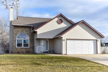 10550 S Farmdale Dr, Oak Creek, WI 53154-7927