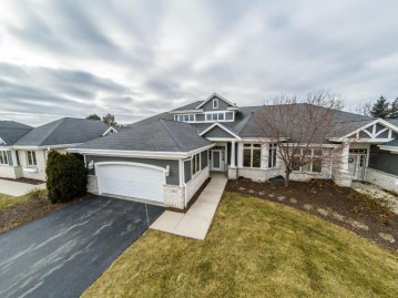 765 Bay Ct, Brookfield, WI 53005-5764