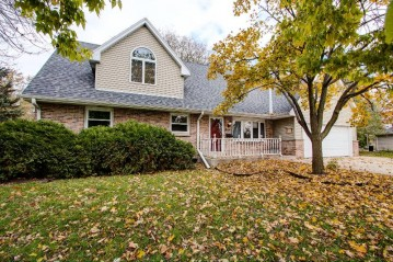 6212 Mansfield Dr, Greendale, WI 53129-1225
