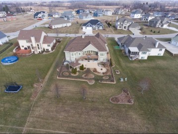 10385 S Willow Creek Dr, Oak Creek, WI 53154