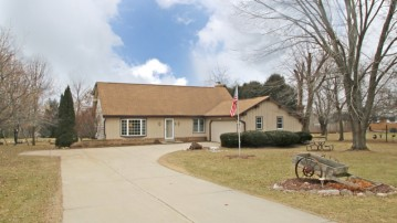 3715 Hillview Ct, Richfield, WI 53033-9603