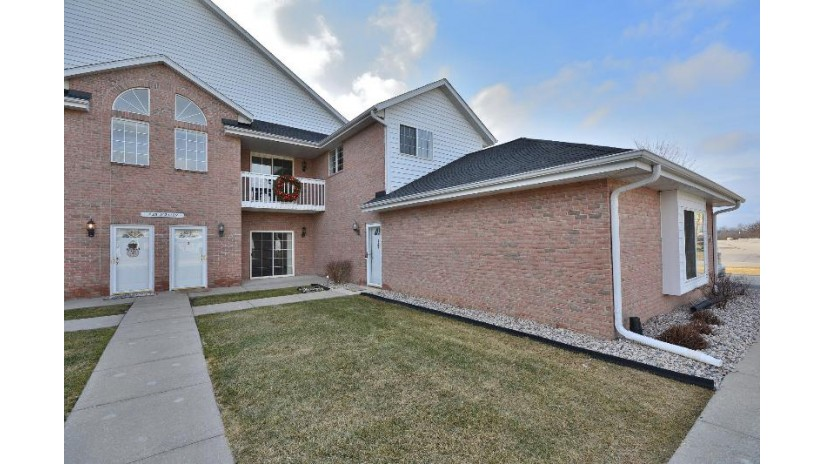 N25W24129 River Park Dr 2 Pewaukee, WI 53072-5863 by First Weber Inc - Brookfield $179,900