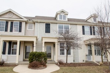636 Hunter Oaks Blvd, Watertown, WI 53094-7730
