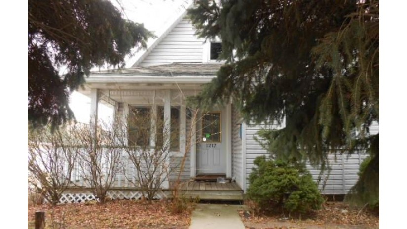 1217 Mackinac Ave South Milwaukee, WI 53172-3123 by Coldwell Banker Homesale Realty - New Berlin $129,000