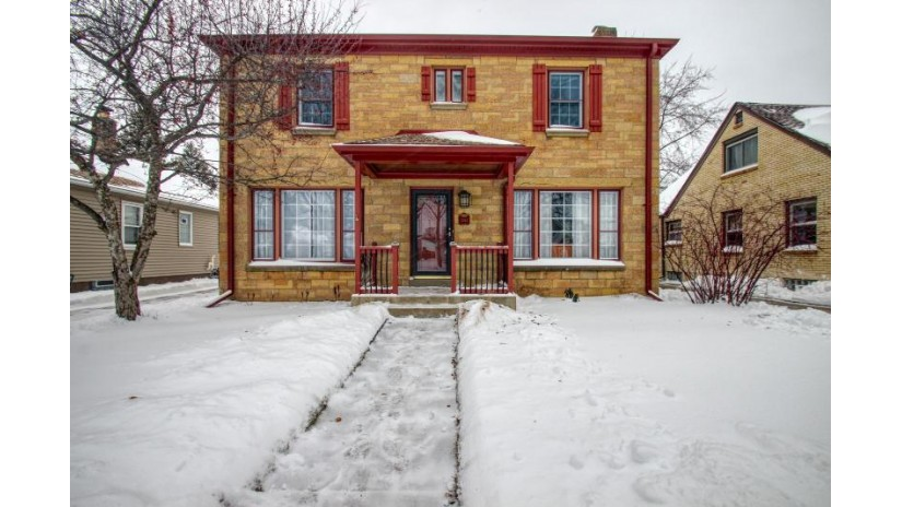 2363 S 83rd St West Allis, WI 53219-1744 by Re/Max Realty 100 $215,000