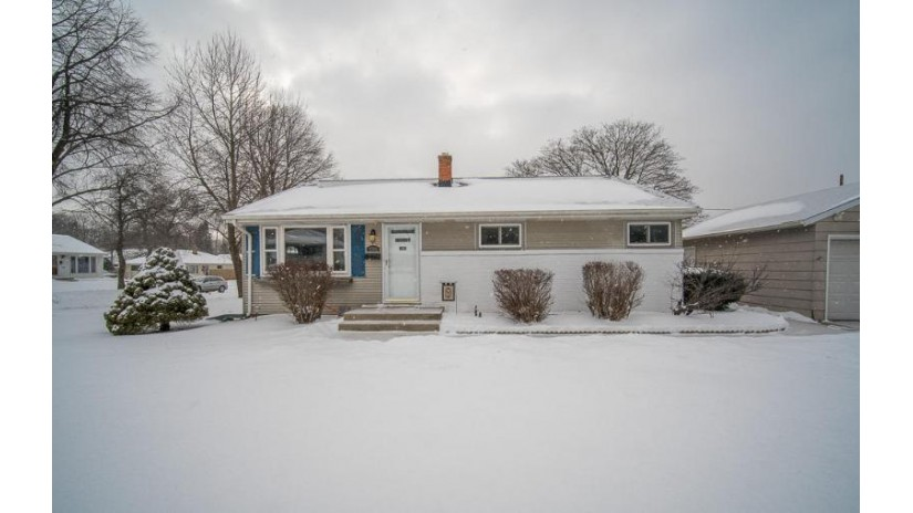 9705 W Montana Ave West Allis, WI 53227-3325 by Exsell Real Estate Experts LLC $194,900