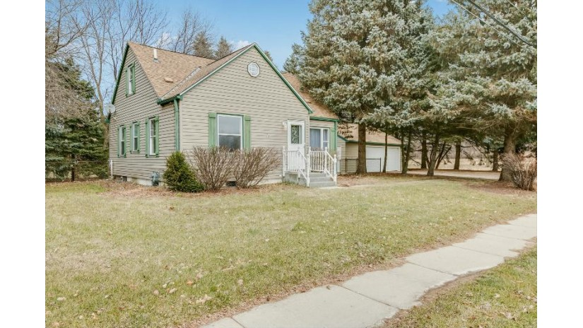 1316 E Drexel Ave Oak Creek, WI 53154-2506 by Mastermind, Realtors $190,000