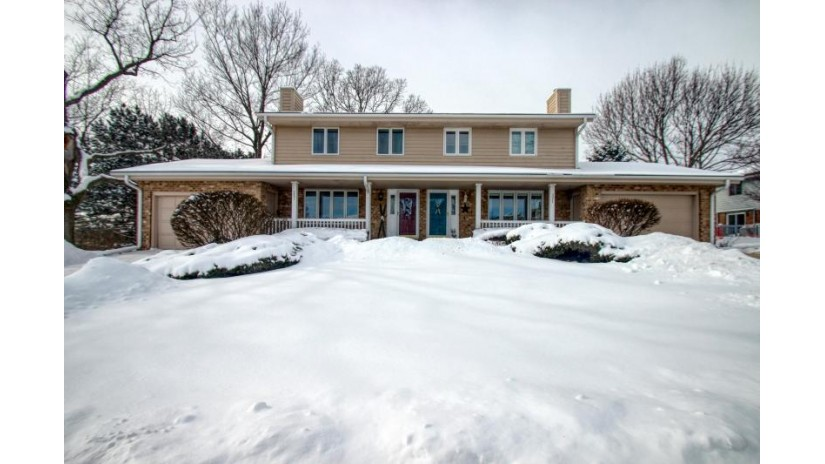 327 Willow Grove Dr B Pewaukee, WI 53072-3956 by Realty Executives - Integrity $185,000