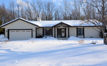 9639 W Huntington Dr, Mequon, WI 53097-3822