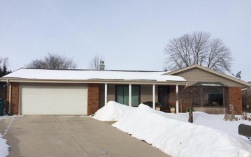 723 Willow Ct, Port Washington, WI 53074-2461