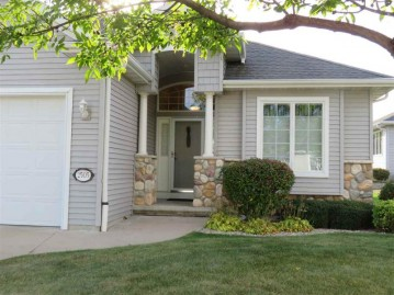 2505 WATERFORD Court, Neenah, WI 54956-5077