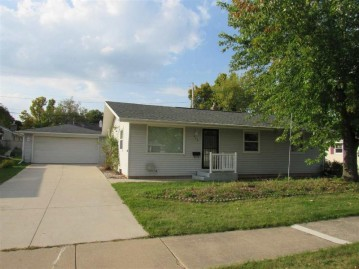 443 WOODLAWN Court, Combined Locks, WI 54911