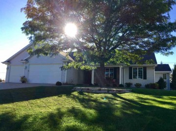 1236 W CHERRYWOOD Court, Grand Chute, WI 54914