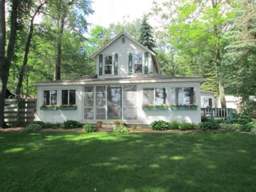 W5635 NORTH SHORE Drive, Wescott, WI 54166-1440