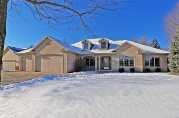 104 SHALIMAR Court, Combined Locks, WI 54113